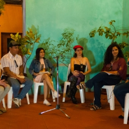 Conversatorio_EscritruasAbierta_PlazaLaVecindad_Diriamba_Palmereando_SolangeSaballos_DaniloCastañedaFotografia