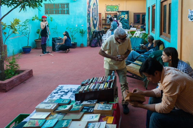 LibreriaMonosdeSanTelmo_PlazaLaVecindad_Diriamba_Palmereando_SolangeSaballos_DaniloCastañedaFotografia.JPG