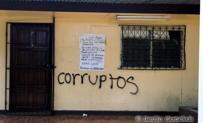 UNAN_oficinasUNEN_danilocastanedafoto_solangesaballos_protestasnicaragua2018_fueraUNEN