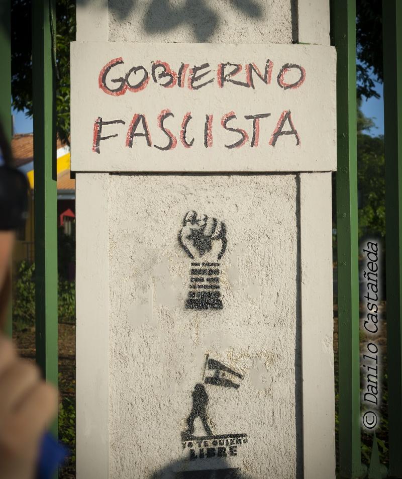 revolucion19deabril_movimientoautoconvocadonicaragua_solangesaballos_danilocastaneda_liberoamerica_dictaduraortegamurillo_graffiti_metrocentro