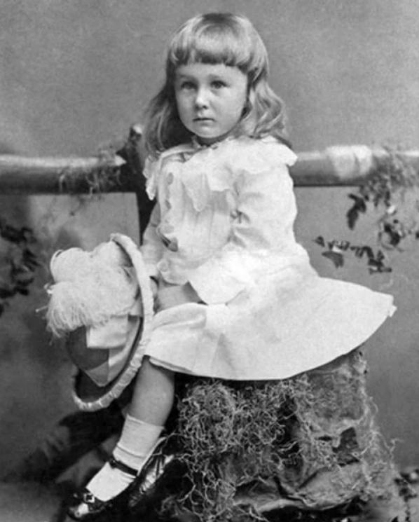 Franklin-D.-Roosevelt-en-1884-a-la-edad-de-2-años