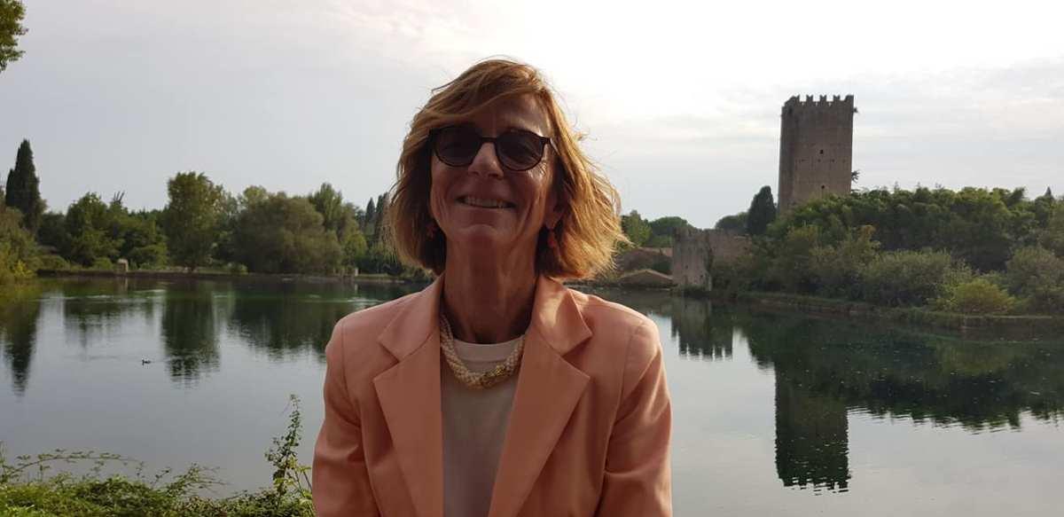 Laura Garavaglia «No se puede pensar en escribir versos sin habitar de forma constante el lenguaje de la poesía»