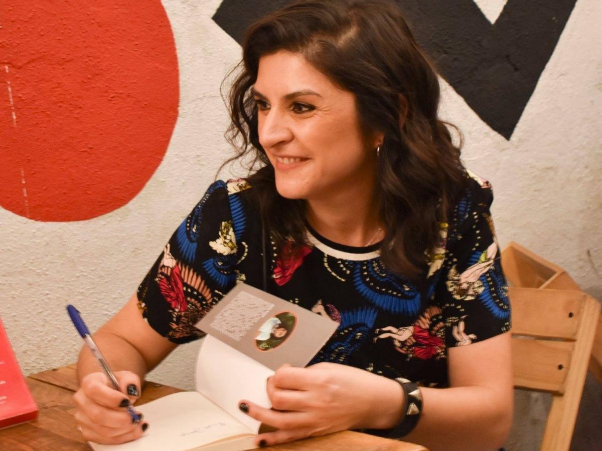 "Odelia editora presentó ""Todo nos sale bien"", la novela de Julia Coria"